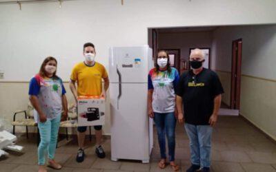 Rotary Club realiza entrega de geladeira e batedeira para o Girasonhos